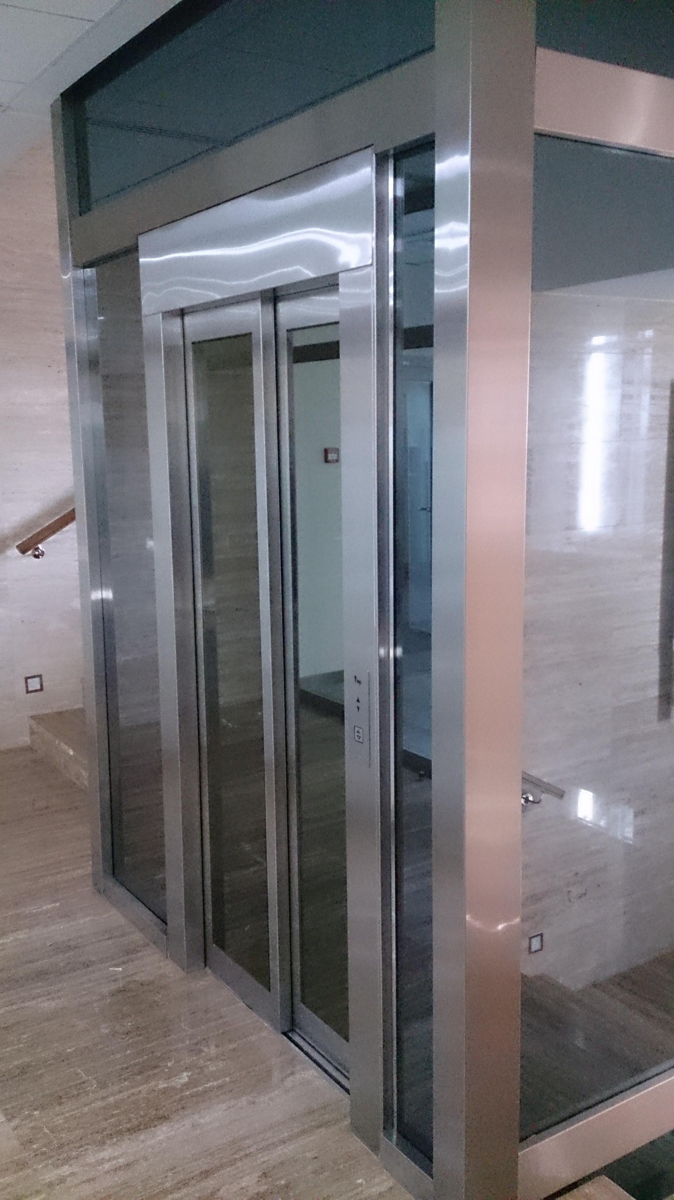 Монтаж лифта в здании банка на улице Рочдельская